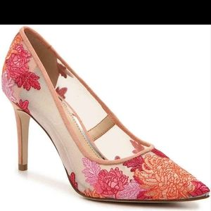JESSICA SIMPSON Floral Embroidered Cipinola Pumps